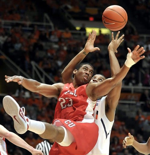 Leonard helps No. 25 Illinois edge Cornell 64-60