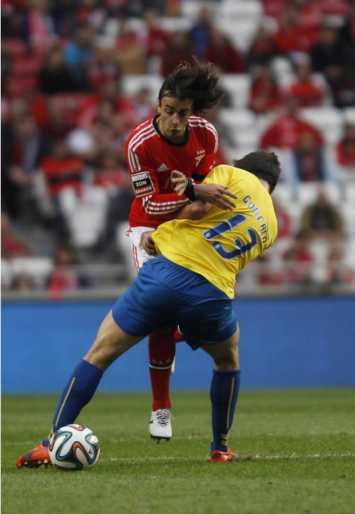 Benfica's Markovic fights for the ball with Estoril's Santos during their Portuguese Premier League match in Lisbon