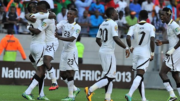 SOUTH AFRICA, Port Elizabeth : Ghana's midfielder Mubarak Wakaso (down) is congratulated by teammates after scoring a goal during the African Cup of Nation 2013 quarter final football match Ghana vs Cap Verde, on February 2, 2013