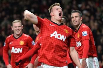 Phil Jones eyes center back role at Manchester United