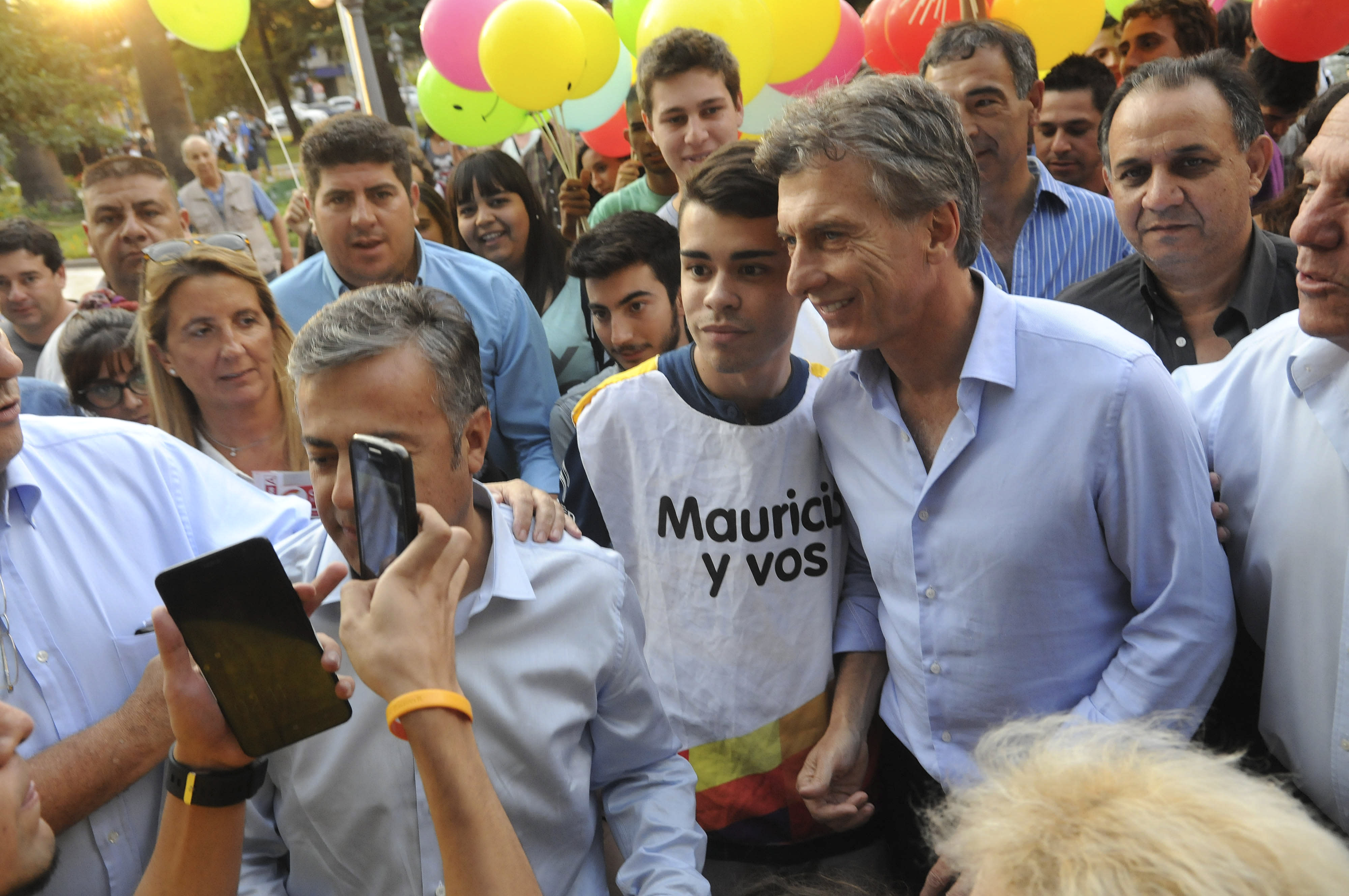 A leading candidate in Argentina would overhaul economy