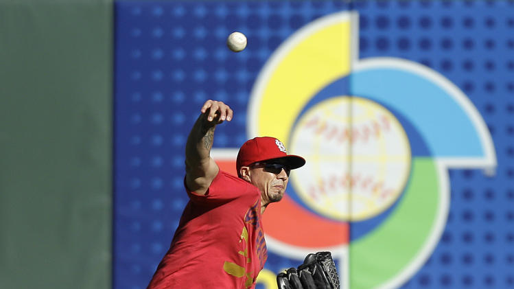 St. Louis Cardinals pitcher Kyle Lohse throws during practice in preparation for Game 6 of the National League championship baseball series against the San Francisco Giants Saturday, Oct. 20, 2012 in San Francisco. Lohse is expected to be the Game 7 starter if necessary on Monday. (AP Photo/Ben Margot)