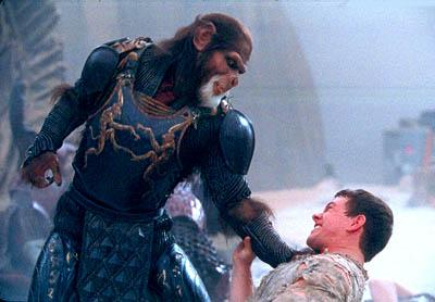 Thade ( Tim Roth ) versus Leo ( Mark Wahlberg ) in 20th Century Fox's Planet Of The Apes