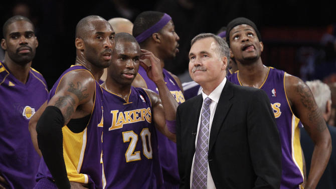 Los Angeles Lakers  Kobe Bryant,left, Jodie Meeks center, and head coach Mike D'Antoni during a break in the second half of their NBA basketball game at Madison Square Garden in New York, Thursday, Dec. 13, 2012.  The Lakers lost to D'Antoni's former team, the New York Knicks,  1116-107.  (AP Photo/Kathy Willens)
