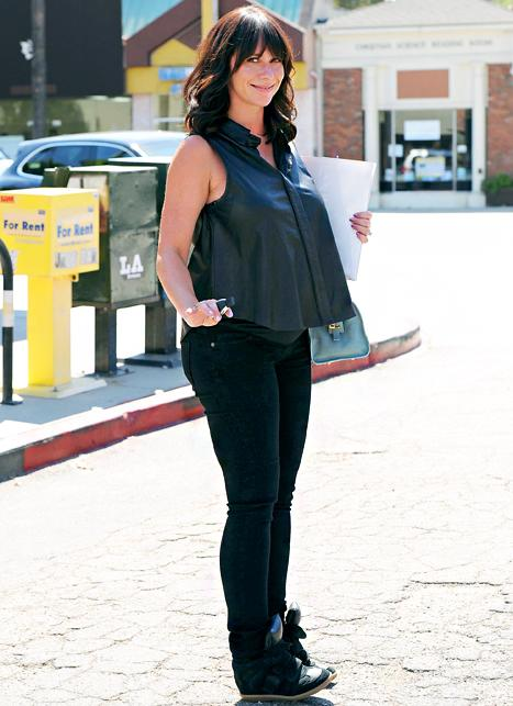 Jennifer Love Hewitt Shows Off Baby Bump in Leather Top: Picture