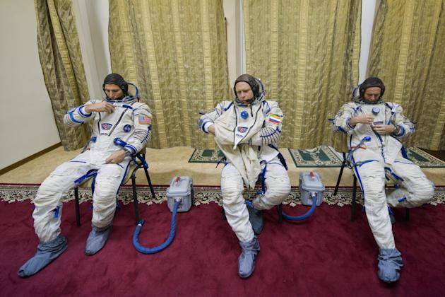 Sochi Olympic Torch Bearers Return Safely From International Space Station Despite Bad Weather