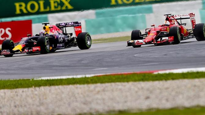SUKI047. Sepang (Malaysia), 28/03/2015.- German Formula One driver Sebastian Vettel (R) of Scuderia Ferrari and Australian Formula One driver Daniel Ricciardo (L) of Red Bull Racing in action during qualifying at the Sepang Circuit in Sepang, Malaysia, 28 March 2015. The 2015 Formula One Grand Prix of Malaysia will take place on 29 March. Vettel will start from second place. (Malasia) EFE/EPA/SRDJAN SUKI