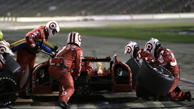 Carpenter holds on to win IndyCar race at Texas