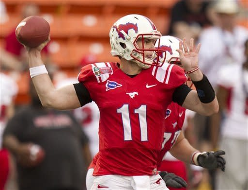 Hunt leads SMU to 43-10 win over Fresno State