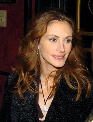 Julia Roberts at the New York premiere of Revolution's Mona Lisa Smile