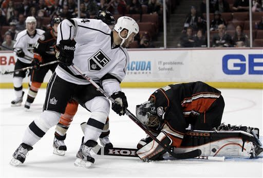 Kings use 3-goal 1st period to beat Ducks