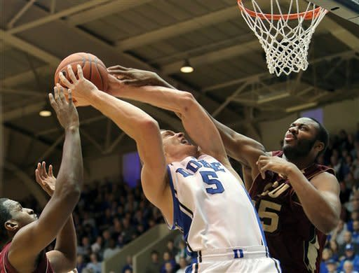 Curry leads No. 1 Duke past Santa Clara 90-77
