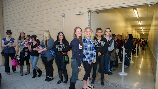 """Fans wait in line for Nicole """"Snooki"""" Polizzi, as she hosts a meet and greet at a Perfumania for the release of her second fragrance, """"Snooki Couture"""" on Wednesday, January 9, 2013, in Las Vegas, NV (Photo by Al Powers/Powers Imagery/Invision/AP)"""