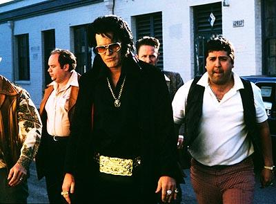 Bruce Campbell as Elvis with his entourage in Bubba Ho-Tep