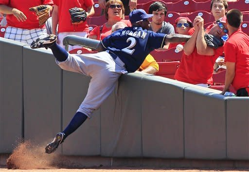 Brewers avoid sweep, beat Reds 8-4