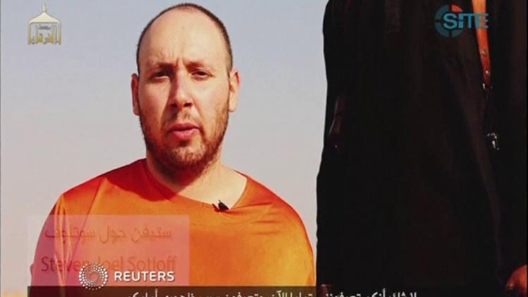 Still image from video of A video purportedly showing Sotloff making what appears to be a pre-written speech in an unknown location