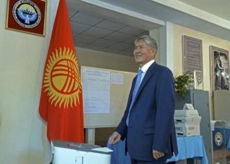 Kyrgyz President Almazbek Atambayev casts a ballot during a parliamentary election at a polling station in Bishkek