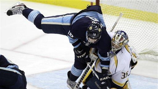 Penguins clinch playoff berth, drop Predators 5-1