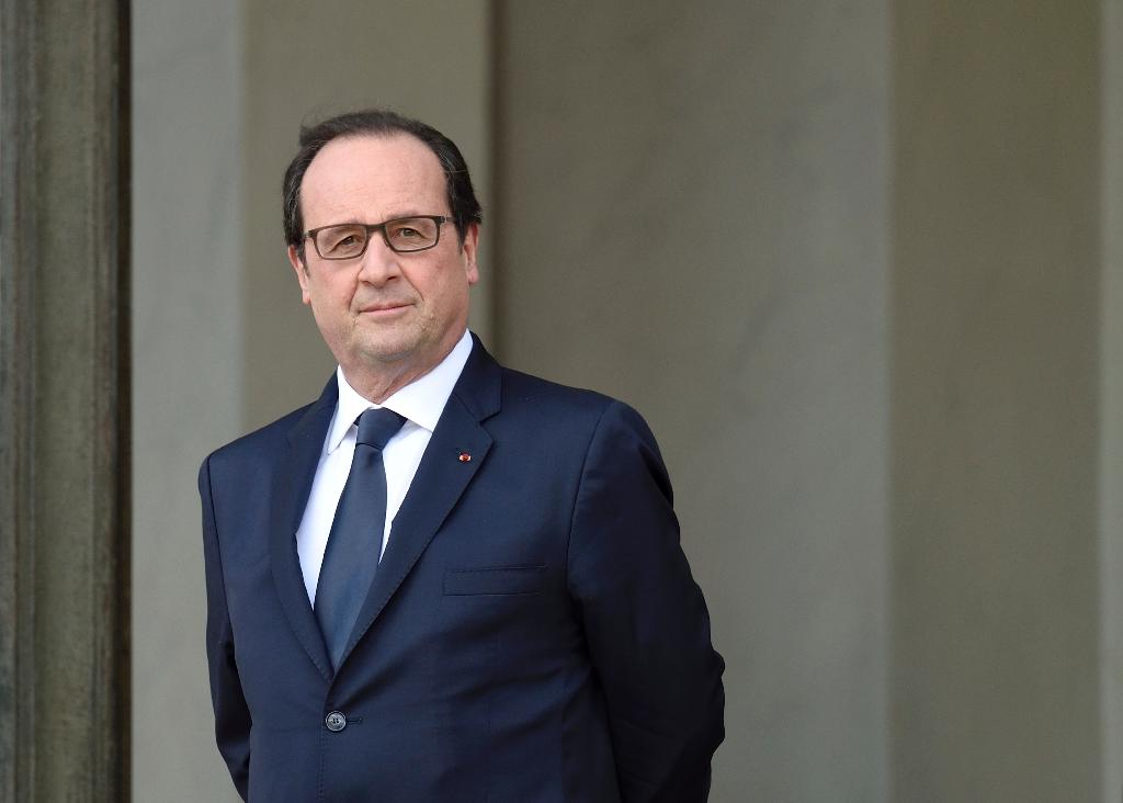 Hollande plans first ever visit by French president to Cuba