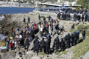 Refugees and migrants are surrounded by Italian police…