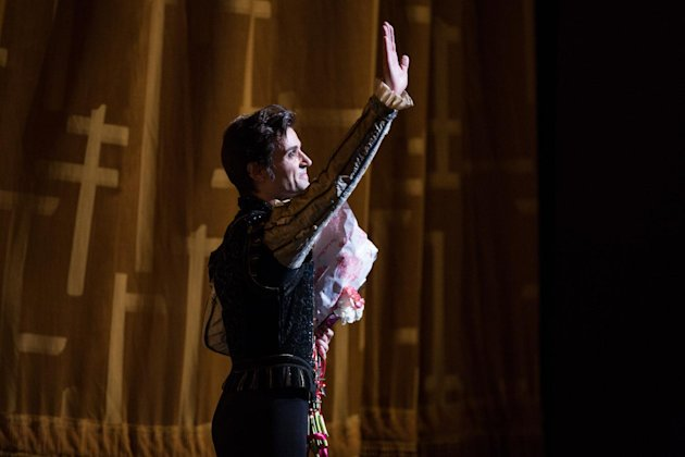 "In this June 28, 2012 photo provided by American Ballet Theatre, Angel Corella waves to the audience after his retirement performance of ""Swan Lake"" with the American Ballet Theatre at the Metropolitan Opera House in New York. (AP Photo/American Ballet Theatre, Rosalie O'Connor)"