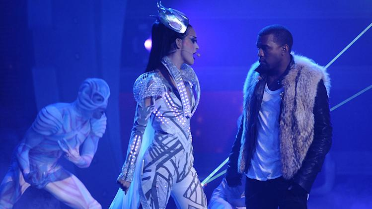 "Katy Perry and Kanye West perform ""E.T."" on ""American Idol."""