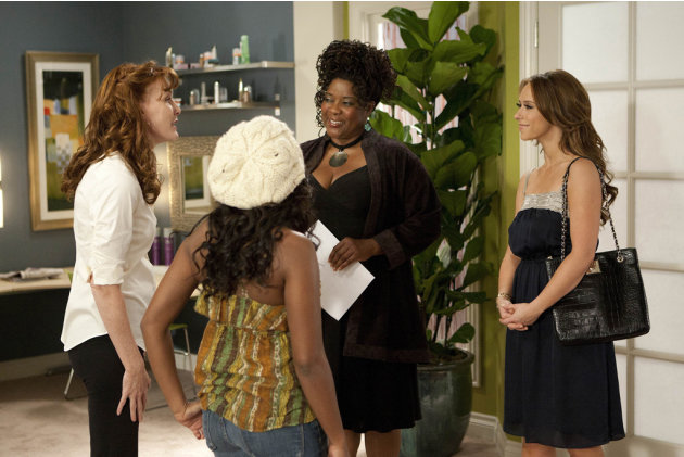 Kathleen York as Jolene, Naturi Naughton as Kendra, Loretta Devine as Georgia, and Jennifer Love Hewitt as Riley in &quot;The Client List.&quot; 