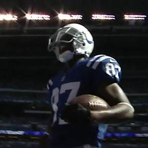 Indianapolis Colts quarterback Andrew Luck throws 28-yard touchdown pass to wide receiver Reggie Wayne