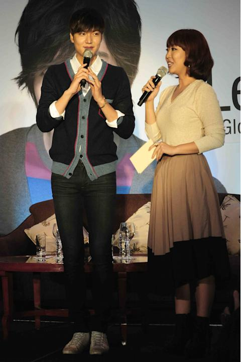 Korean Superstar Lee Min Ho with host Sam Oh during his press conference for Bench held at the Shangri-la Makati Hotel on 15 November 2012. (Angela Galia/NPPA images)