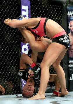 Paige Vanzant Shows She S No Fluke With Brutal Beatdown Of