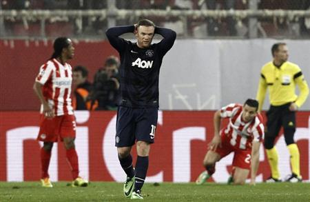 Manchester United's Wayne Rooney (2nd L) reacts during a Champions League round of 16 first leg soccer match against Olympiakos at Karaiskaki stadium in Piraeus, near Athens, February 25, 2014. RE