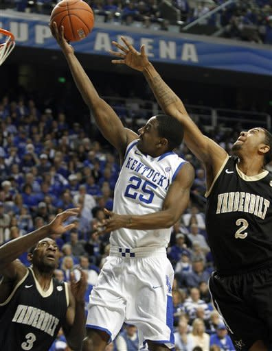 Davis shines, No. 1 Kentucky tops Vandy, 83-74