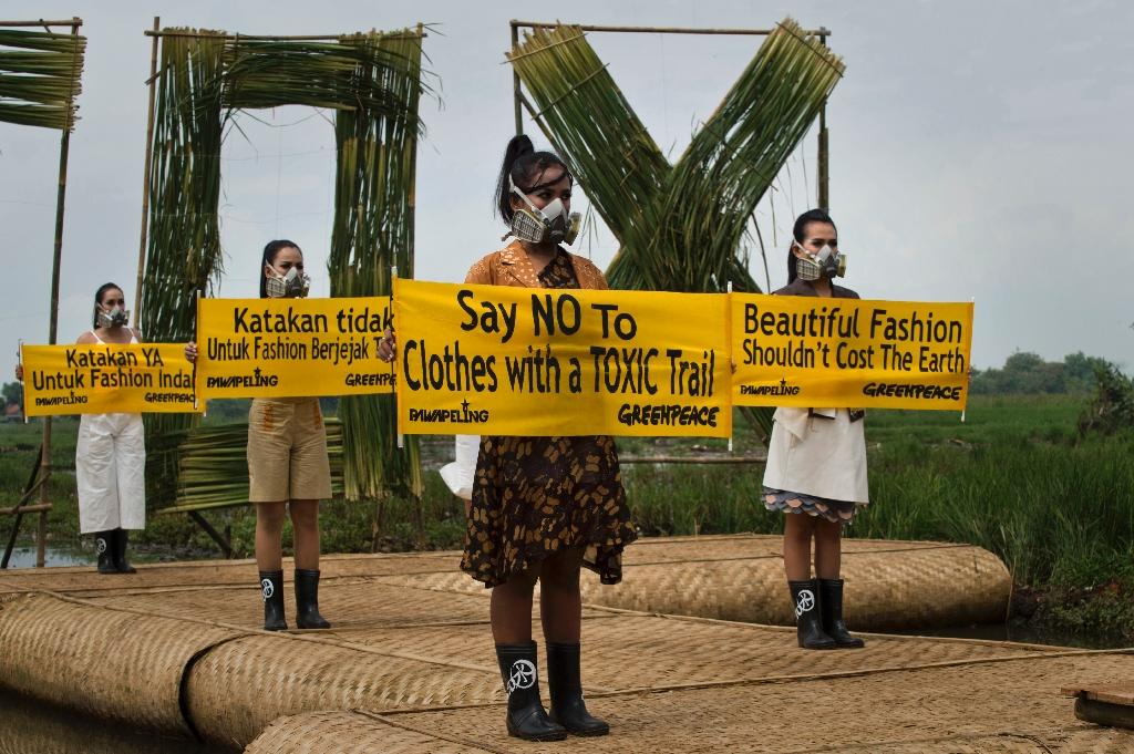 Models in gas masks highlight Indonesian environmental devastation
