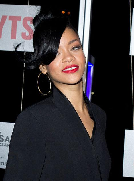 Fed Up Fans Throw Chips at Rihanna -- Whose 'Fail' Was It?