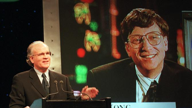 FILE - In this Dec. 14, 1995, file photo, Robert Wright, president and chief executive officer of NBC, speaks in New York with Microsoft Chairman Bill Gates, displayed on screen, speaks from Hong Kong, during a news conference announcing that NBC and Microsoft would form a joint venture to start a cable news channel and related online service called MSNBC. Microsoft is pulling out of the joint venture that owned MSNBC.com so it can build its own online news service. The breakup, announced late Sunday, July 15, 2012, dissolves the final shred of a 16-year marriage between Microsoft Corp. and NBC News, which is now owned by Comcast Corp. (AP Photo/Marty Lederhandler, File)
