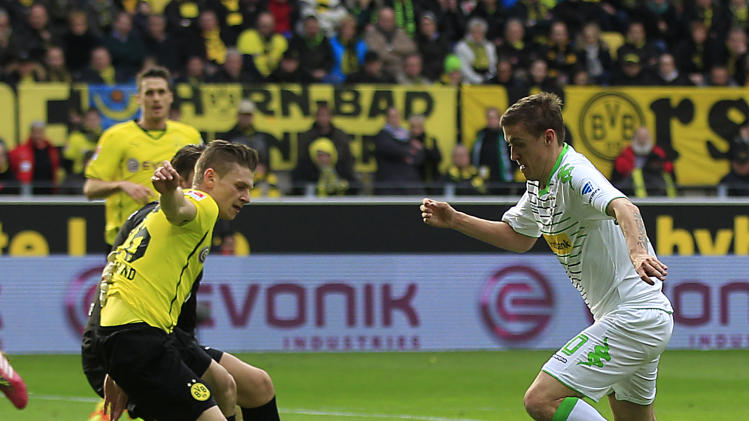 Moenchengladbach's Max Kruse, right, is on his way to score during the German first division Bundesliga soccer match between BvB Borussia Dortmund and VfL Borussia Moenchengladbach in Dortmund, Germany, Saturday, March 15, 2014. (AP Photo/Frank Augstein)