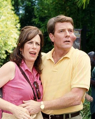 Lois and Hal (L-R: Jane Kaczmarek, Bryan Cranston) in Fox's Malcolm In The Middle