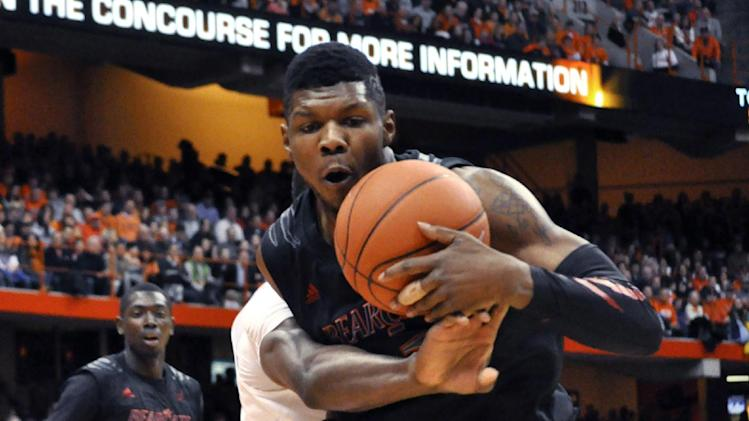 Cincinnati's Titus Rubles controls a loose ball against Syracuse's Jeremi Grant during the first half of an NCAA college basketball game in Syracuse, N.Y., Monday, Jan. 21, 2013. (AP Photo/Kevin Rivoli)
