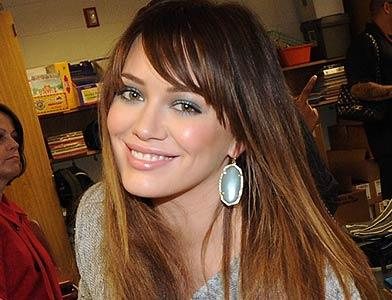 pst Hilary Duff Gives Back
