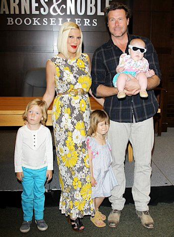 Tori Spelling Gives Birth to Son Finn Davey!