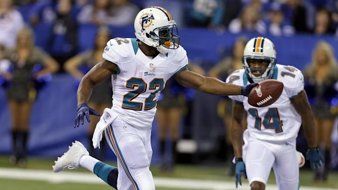 Miami Dolphins running back Reggie Bush (22) scores a touchdown in front of teammate Marlon Moore during the first half of an NFL football game against the Indianapolis Colts in Indianapolis, Sunday, Nov. 4, 2012. (AP Photo/Darron Cummings)