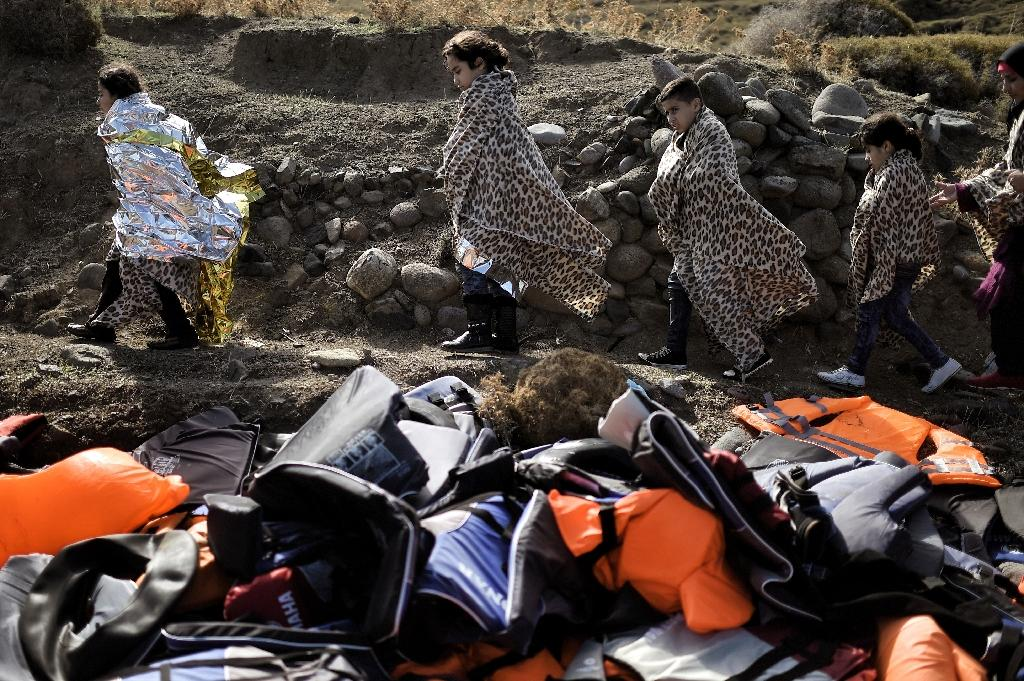 Migrant crisis debris: Greek island battles lifejacket mountain
