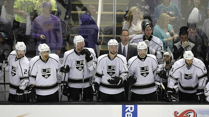 Los Angeles Kings players watch the remaining seconds of the game during the third period in Game 6 of their second-round NHL hockey Stanley Cup playoff series against the San Jose Sharks in San Jose, Calif., Sunday, May 26, 2013. San Jose won 2-1. (AP Photo/Tony Avelar)