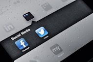 Facebook and Twitter Applications on Ipad