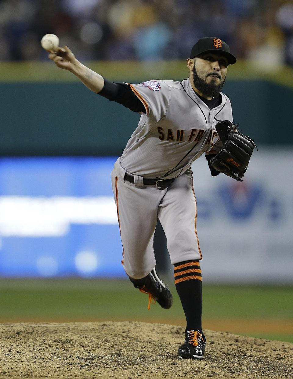 San Francisco Giants' Sergio Romo throws during the ninth inning of Game 3 of baseball's World Series against the Detroit Tigers Saturday, Oct. 27, 2012, in Detroit. (AP Photo/Matt Slocum)