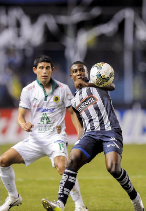 Ecuador's CS Emelec player Caicedo fights for the ball with Mexico's Leon FC Magallon during their second leg match of the Copa Libertadores in Guayaquil