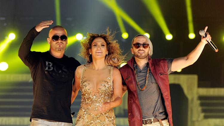 Jennifer Lopez and Enrique Iglesias Perform At The Staples Center