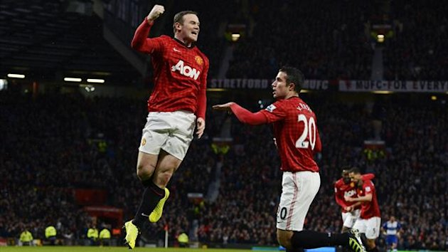 Manchester United's Wayne Rooney (L) celebrates with Robin van Persie after scoring during their English Premier League soccer match against Reading at Old Trafford in Manchester, northern England March 16, 2013 (Reuters)
