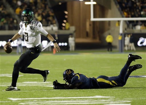 Mariota leads No. 2 Oregon past California 59-17