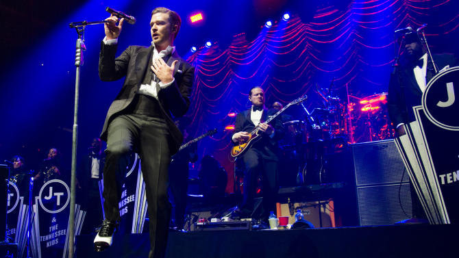 Top stars square off for summer tour dollars